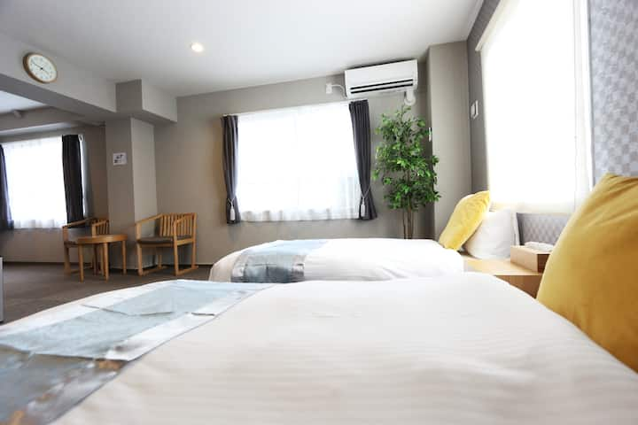 興福寺徒歩1分!!奈良観光に最高のロケーション!!2020年オープンで部屋が綺麗!!ツインルーム