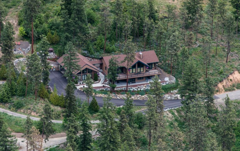 Enchantment Guest Haus - Beautiful Mountain Views