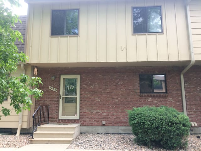 3 Bedroom Townhome near Denver with Pool
