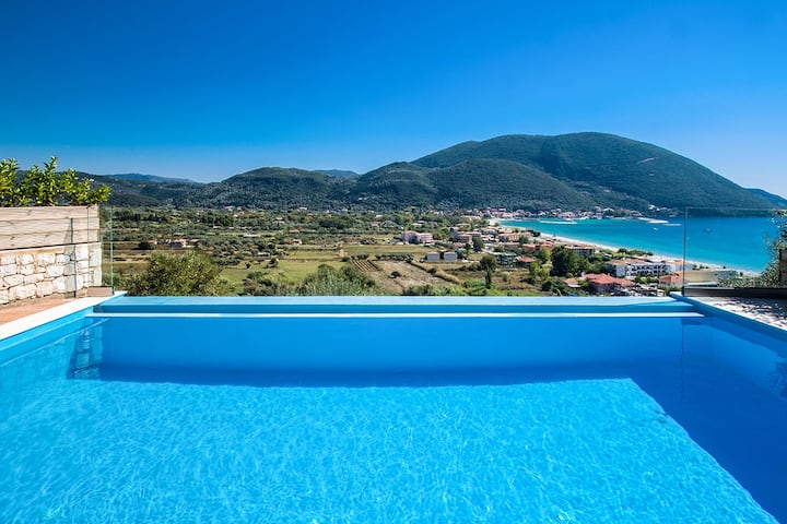 Luxurious Villa Ostria with Pool and Seaview