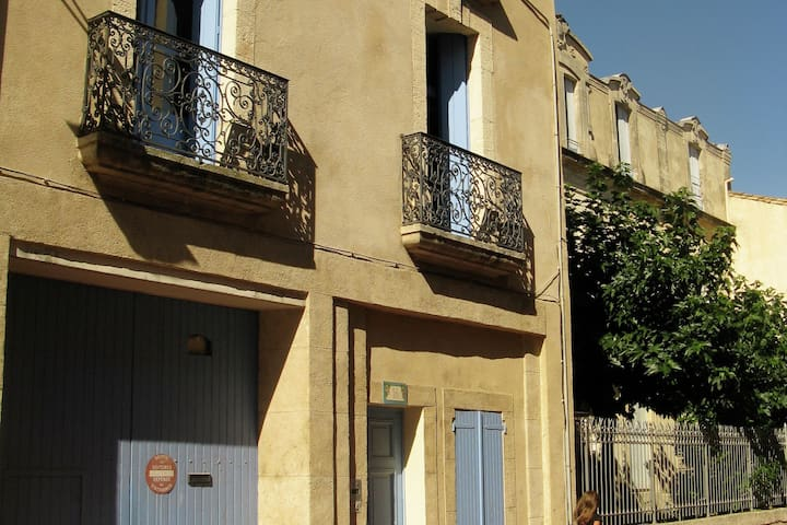 Lovely Holiday Home in Thézan-lès-Béziers near Town Centre