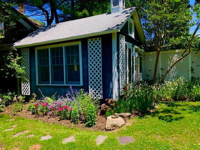 Sag Harbor Cottage in historic district