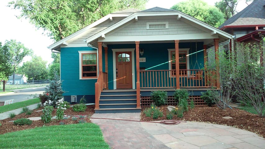 Teal and pumpkin spice home on Longs Peak Ave. - Longmont - Bangalô