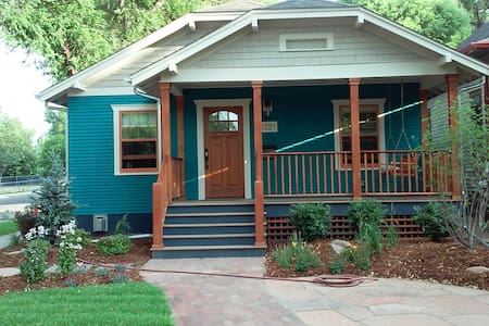 Teal and pumpkin spice home on Longs Peak Ave. - Longmont