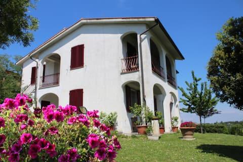 Cozy house with big garden near Pisa, countryside