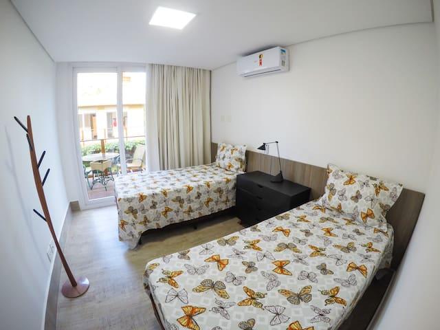 Quarto 1 com 2 camas de solteiro