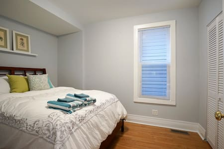 2 bd, 1 bath Historic Old Irving Pk - 芝加哥 - 公寓