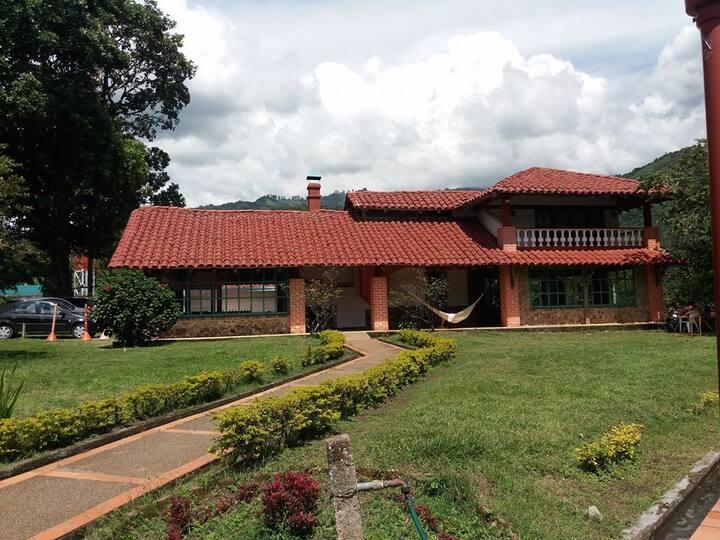 Casa de Campo Privada: Finca Girasol