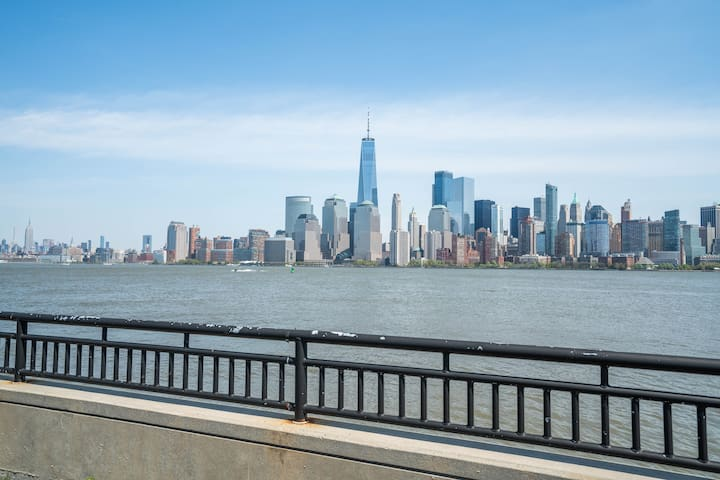 Minutes to Manhattan & Jersey Shore