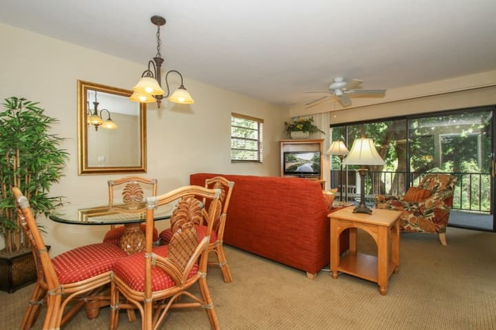 Park Shore Resort, 2nd Flr., End Unit w/tranquil Lake Views- West of Hwy 41- 1.25 miles to Beach!