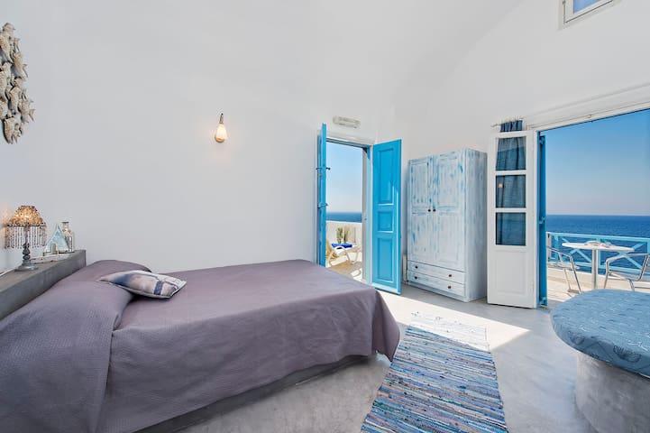 Sky blue, beach studio + pool use - Oia - Apartment