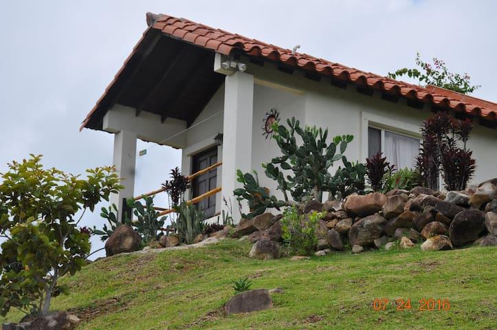 Hawk's Nest Private Cabin - La Laguna