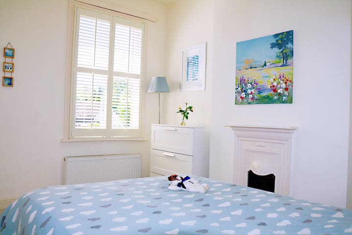 Beautiful sunny room near Central Oxford