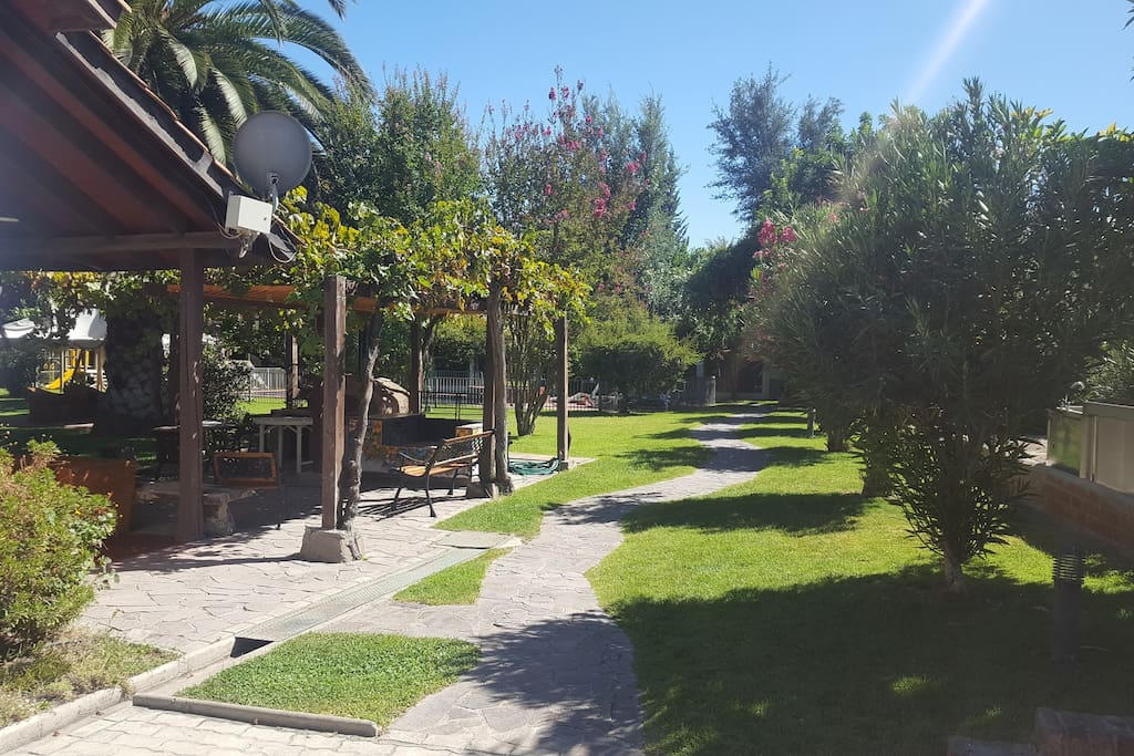 Pristine gardens, BBQ area, swimming pool and great view to the Andes mountain range