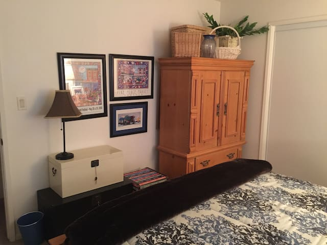 All You Need Is Your Suitcase. Safe For Newcomers! - Los Angeles - House