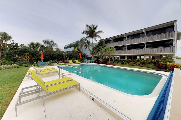 Charming gulf front condo w/ shared pool & view - near dining, shopping, sights!
