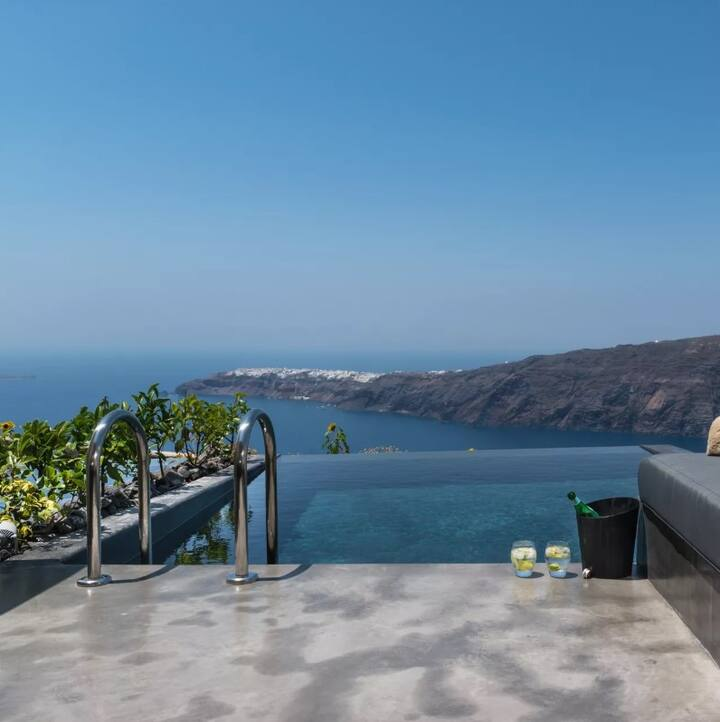 Spectacular Suite | Infinity Pool & Volcano View