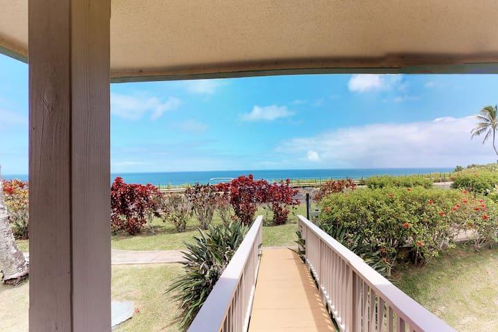 Private villa w/ gorgeous mountain and ocean views - beach nearby!