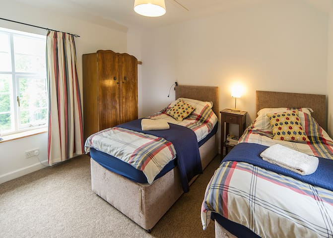 Second bedroom with twin beds which can be joined to become a super kingsize bed.  Bed linen and towels provided for all guests.