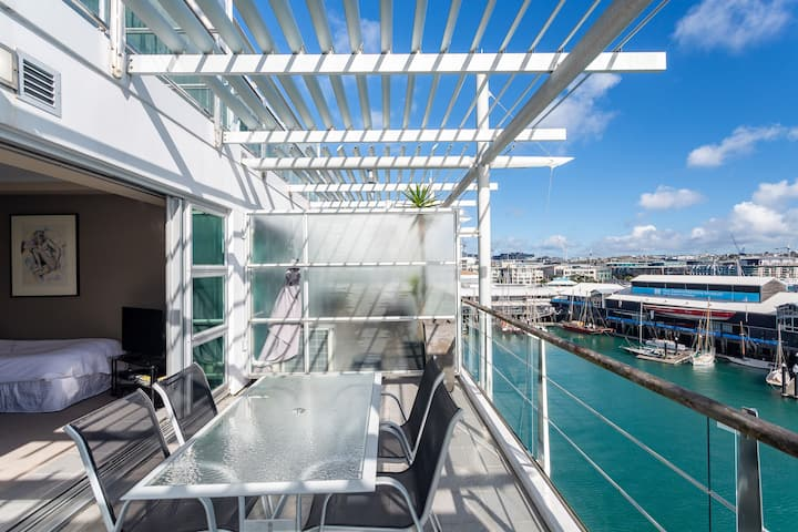 Penthouse waterfront apartment! 5923