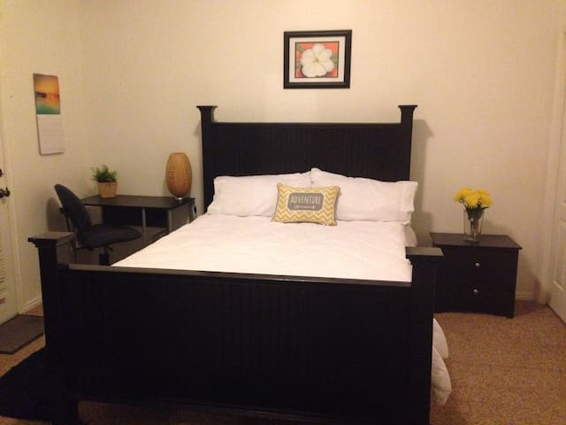 Spacious Private Master Bed/Bath in Logan - Logan - Apartment