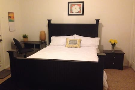 Spacious Private Master Bed/Bath in Logan - 洛根(Logan) - 公寓