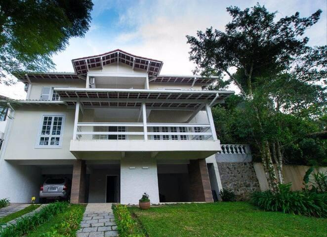 Maravilhosa Casa no Comary
