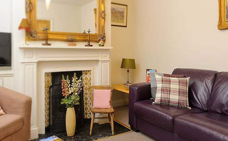 Stamford Town House sleeping up to 8 (cosy for 2)