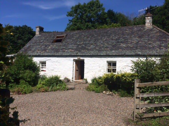 Idyllic cosy and spacious cottage with log burner.