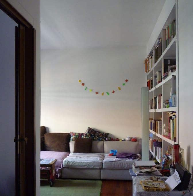 Il salotto dal soggiorno