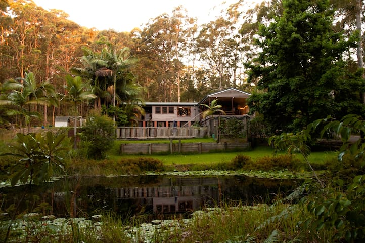 Private getaway. Pool, surf, bush, walk to pub. - Smiths Lake - House