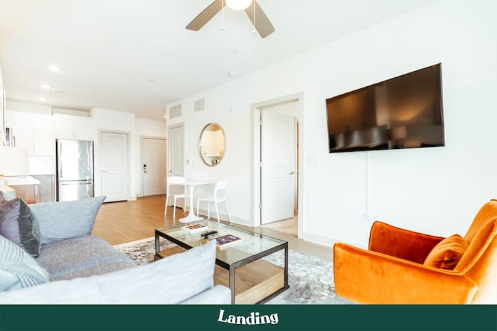 Landing | Stunning Apartment Home in Highland Park