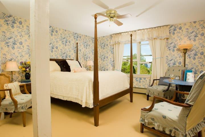 Room 202 - Periwinkle - The Bradley Inn