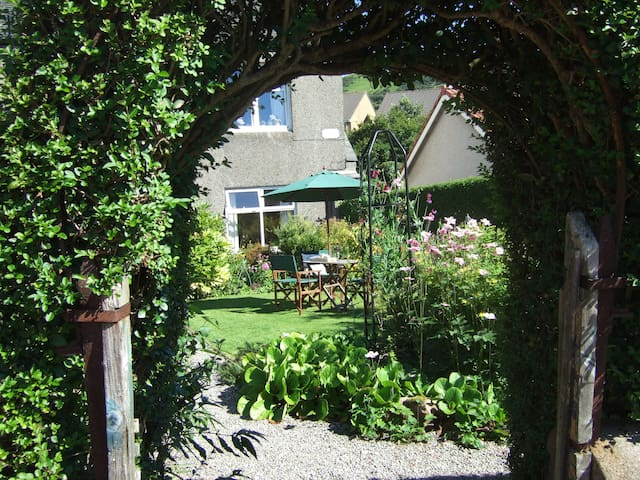 Ground floor with garden outlook - West Kilbride
