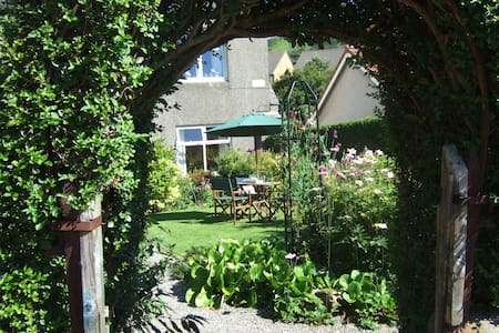 Ground floor with garden outlook - West Kilbride - Apartmen