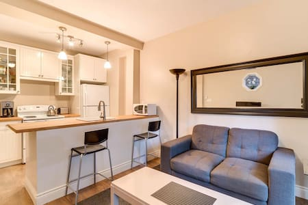 Furnished Coach House Downtown T.O.