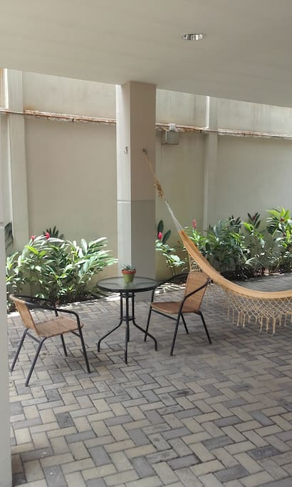 condominio privado excelente ubicacion cerca de los mejores centros comerciales, bancos ,hoteles ,gimnasios.. frente a parque ecologico 10 mtos de aeropuerto.sector residencial.