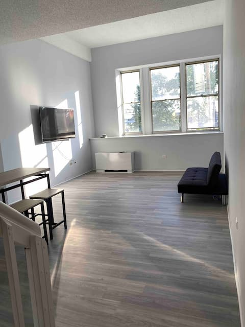 Spacious Loft 5 minutes from a train to NYC