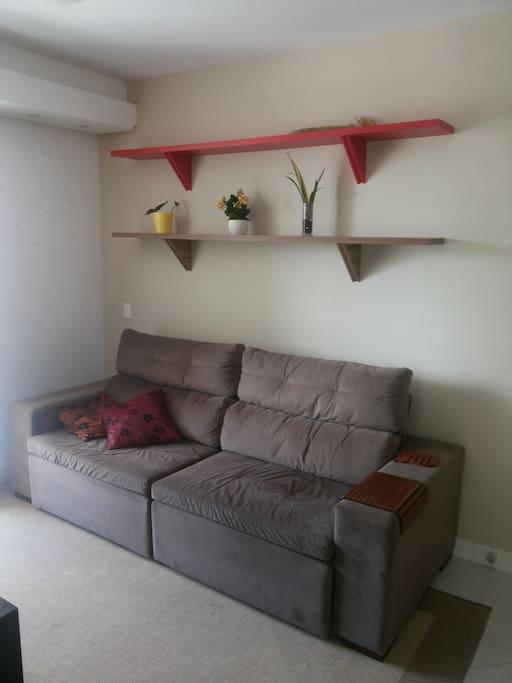 Sala com sofá-cama.