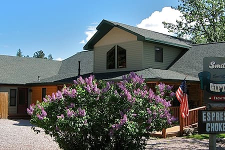 Woodsy Suite in Hill City, Black Hills - Hill City