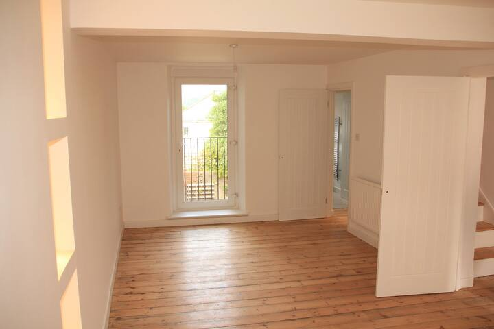 Brand new refurb / 3 Storey Terraced Cottage - Aberdare
