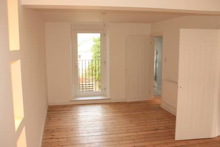 Brand new refurb / 3 Storey Terraced Cottage - Aberdare - Ev