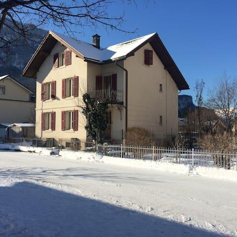Grosse Ferienwohnung im schöne Haslital - Meiringen - House