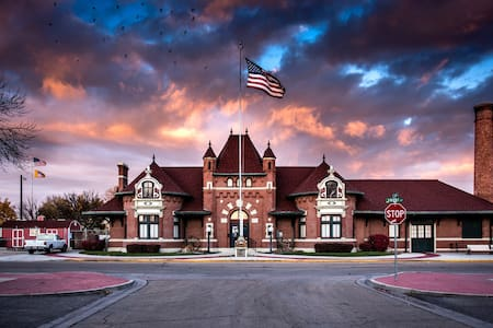 The Best Place to Stay In Nampa - 3 Blocks to NNU