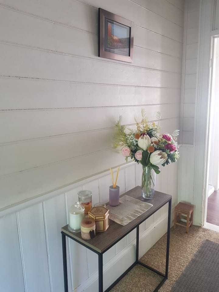 """""""The Cottage"""" ENTIRE 3 BDR Home, 1 block from CBD!"""