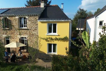 Petite Maison Jaune - Brech - House