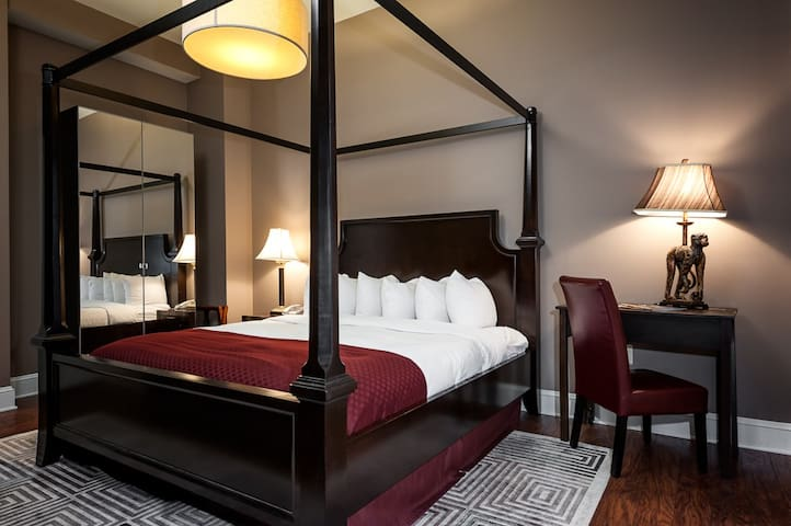Charming Historic Urban Castle Boutique Hotels For In Baltimore Maryland United States