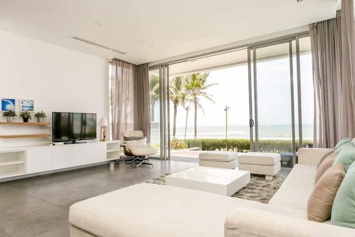 Ocean Villa 4Br beachfront ( Pick-up & breakfast )