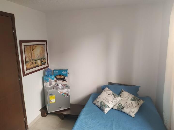 Habitación cómoda, tranquila e independiente