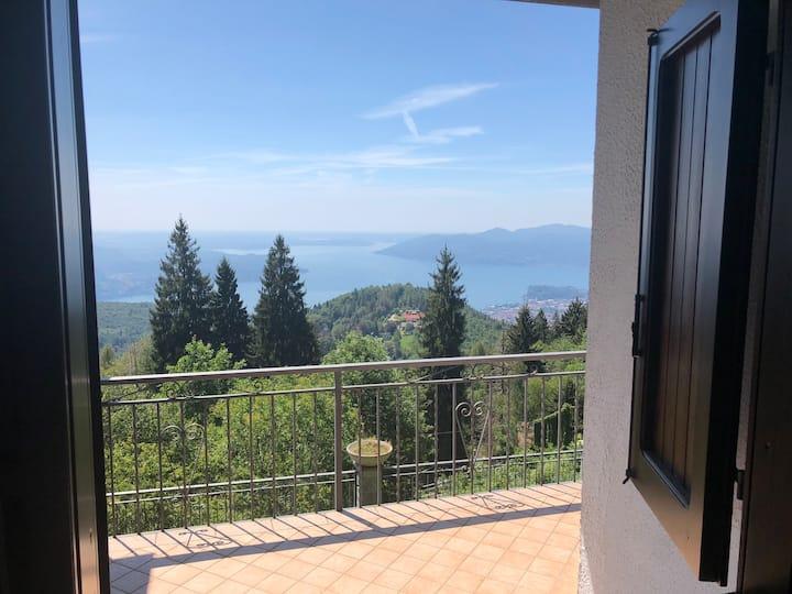 villa in affitto con vista Lago e giardino